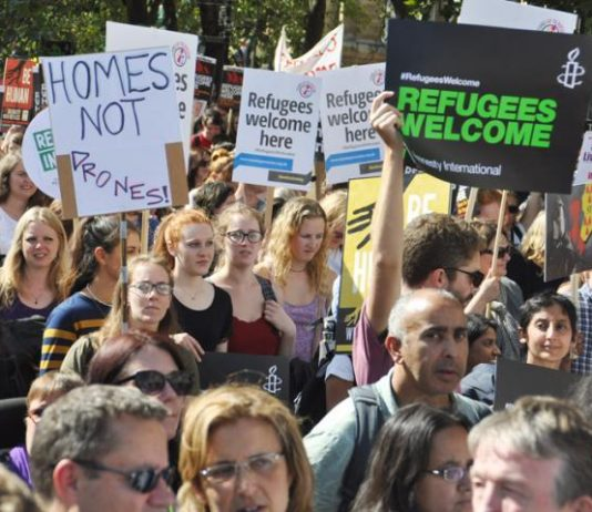 Over 100,000 marched in London to welcome refugees