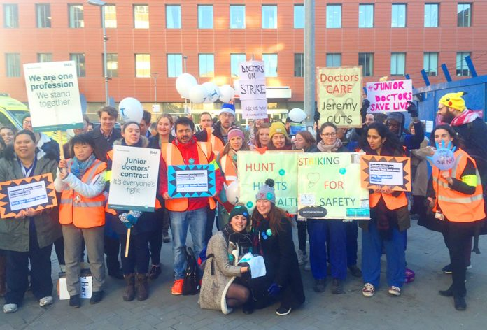 Junior doctors on strike against the government's attack on the NHS