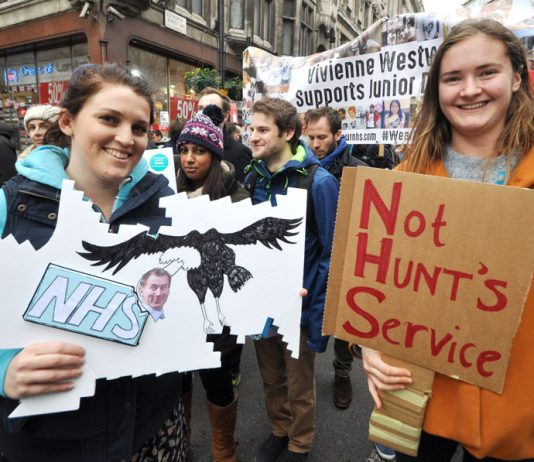 Junior doctors striking to defend the NHS