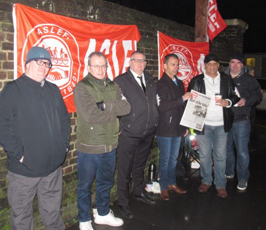 Southern rail Aslef pickets at the Selhurst depot yesterday morning