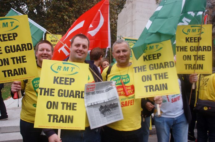 Railworkers defy the bosses and the government and demand renationalisation