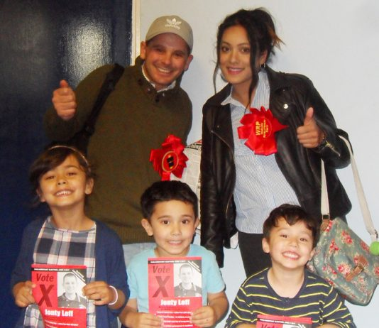 SHAHIDA BEGUM and children meet WRP candidate JONTY LEFF
