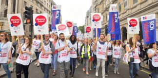 RCN students marching in defence of bursaries – only 46 nurses from the EU were registered in April
