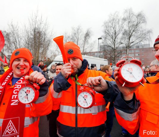 Over 350 metalworkers demonstrated in Berlin last Friday for the alignment of the East to the West wages and the other collective bargaining demands of the IG Metall