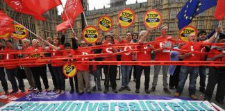 Yesterday's demonstration outside Parliament demanding the stopping of Universal Credit