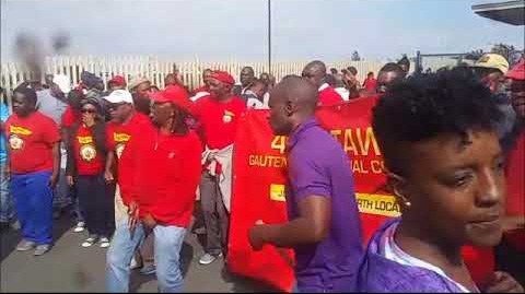 Striking SATAWU bus workers picket line in Gauteng in May