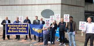 United steel workers (USW) trade unionists travelled all the way from Massachusetts to lobby the National Grid AGM in Birmingham yesterday – Unite supported their lobby