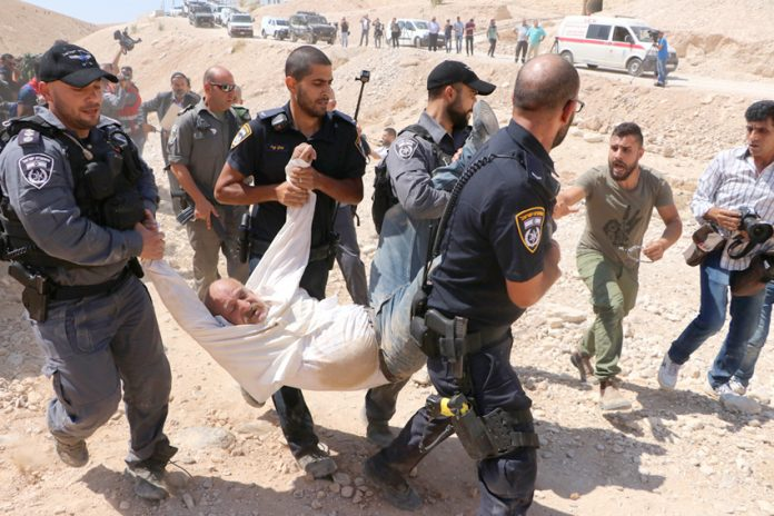 Israeli police attack Palestinians opposing the demolition of the Bedouin village Khan al-Ahmar in the occupied West Bank
