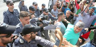 Israeli police attack a Jerusalem protest against the demolition of the Khan al-Ahmar Bedouin village