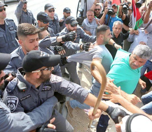 Israeli police attack a Jerusalem protest against the demolition of the Khan al-Ahmar Bedouin village