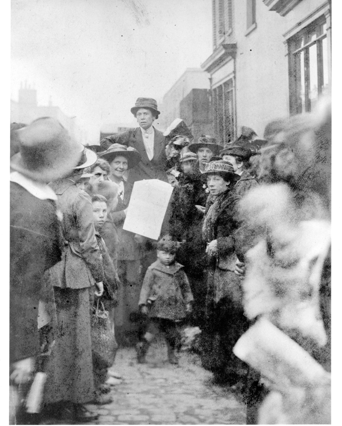 Selling 'The Woman's Dreadnought' newspaper. Melvina Walker (centre) and Nellie Cressall (on her right). Nora Smyth c.1914 Image with kind permission of Paul Isolani Smyth from the International Institute of Social History, Amsterdam