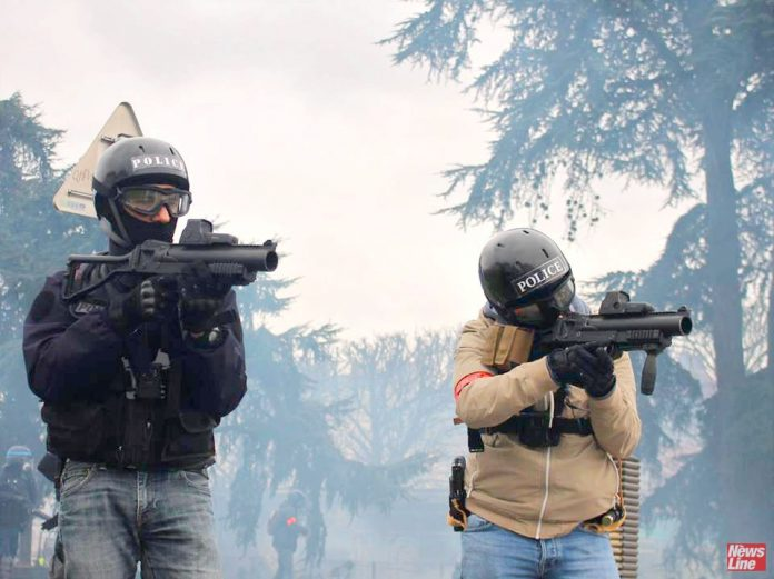 French police fire rubber bullets at demonstrators in Nantes – opthamologists have called for a ban on such projectiles