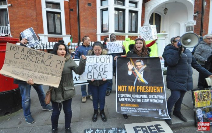 Ecuadorians in London protest against Assange arrest